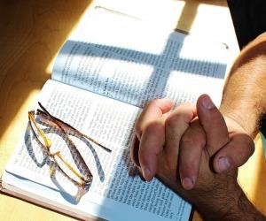 prayer-708389_640